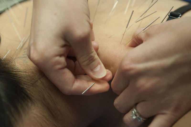 Acupuncture may reduce pain in cancer patients._0